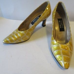 STUART WEITZMAN YELLOW GOLD,PEARL WHITE PUMP 6